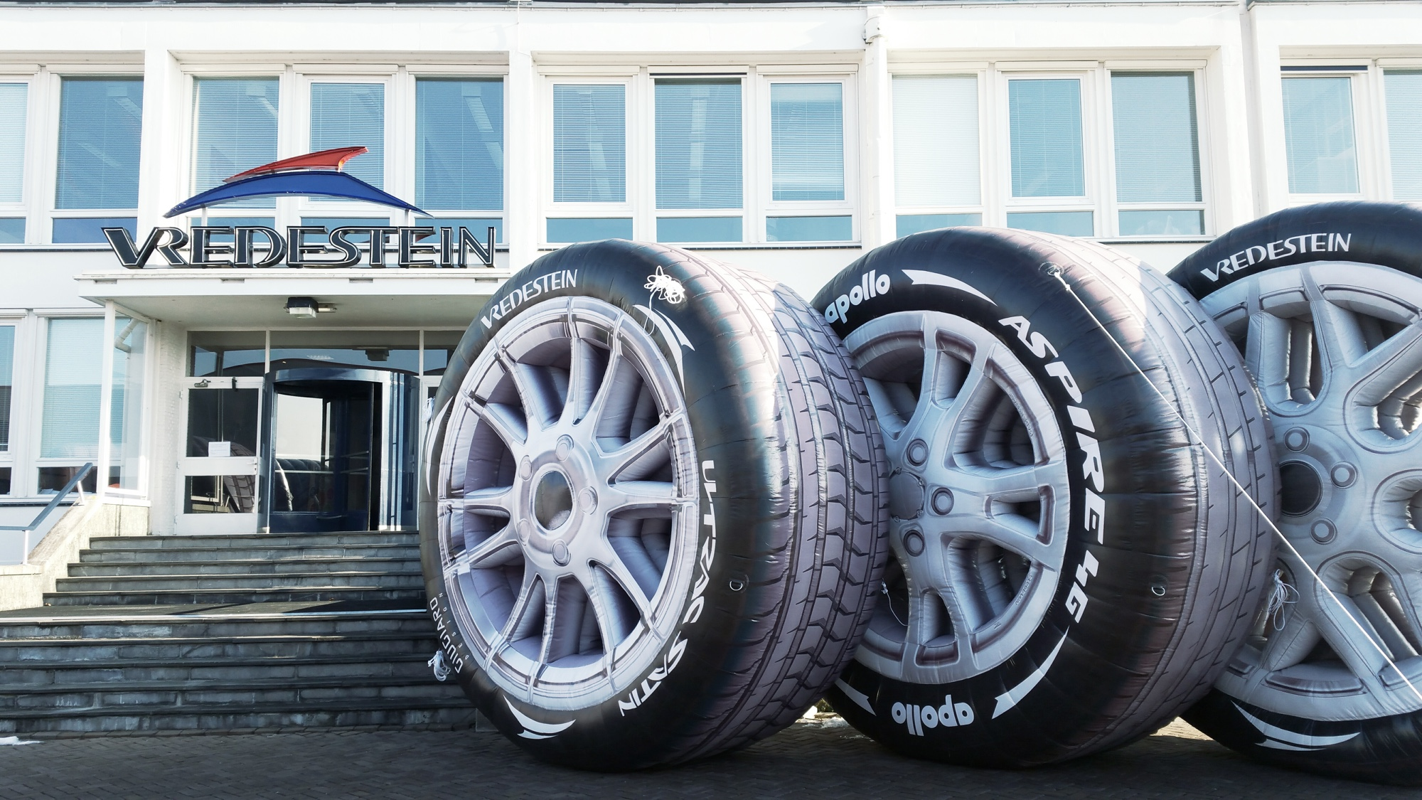 Inflatable car tyres for Apollo Vredestein