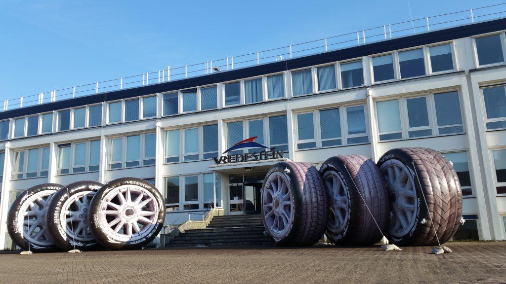Publi air - opblaasbare autobanden - wheels - productvergroting - inflatable - opblaasbaar- merk - wielen - blowups