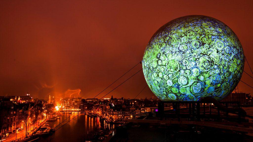 Giant Sphere Amsterdam Publi air