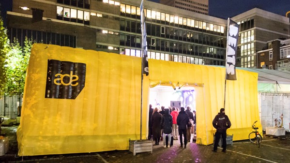Opblaasbare tenten - Publi air - kubustent inflatable cube tent - Dance event, ADE festival, evenement