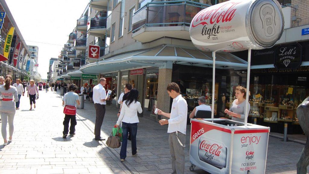 POS matriaal - Publi air opblaasbaar Cocacola blikje voor merkactivatie Inflatable cocacola can for brand activation, retail displays, winkel displays, display reclame