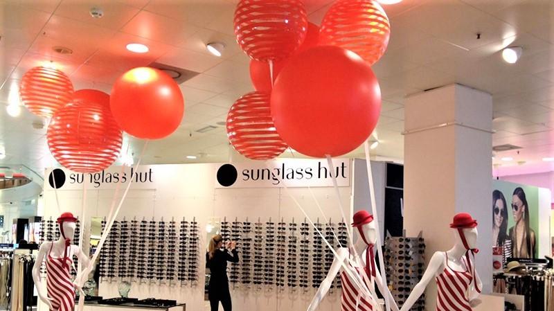 Opblaasbare bollen of ballen - Publi air - Bijenkorf - POS - retail - sale - inflatable - opvallen - instore, display reclame, retail displays, winkel displays