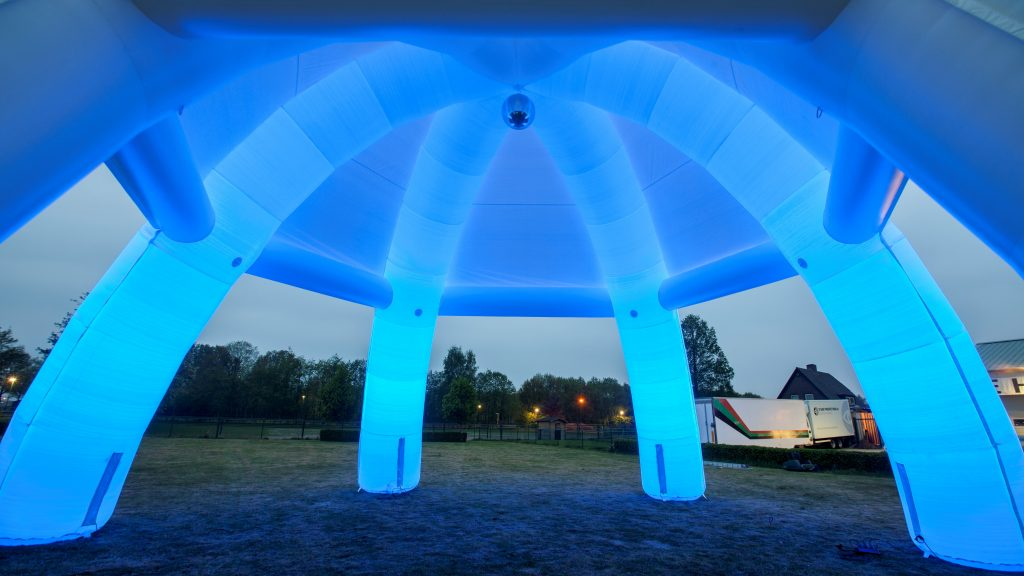 Opblaasbare tenten - Publi air - spintent inflatable spider tent - Event, festival, evenement