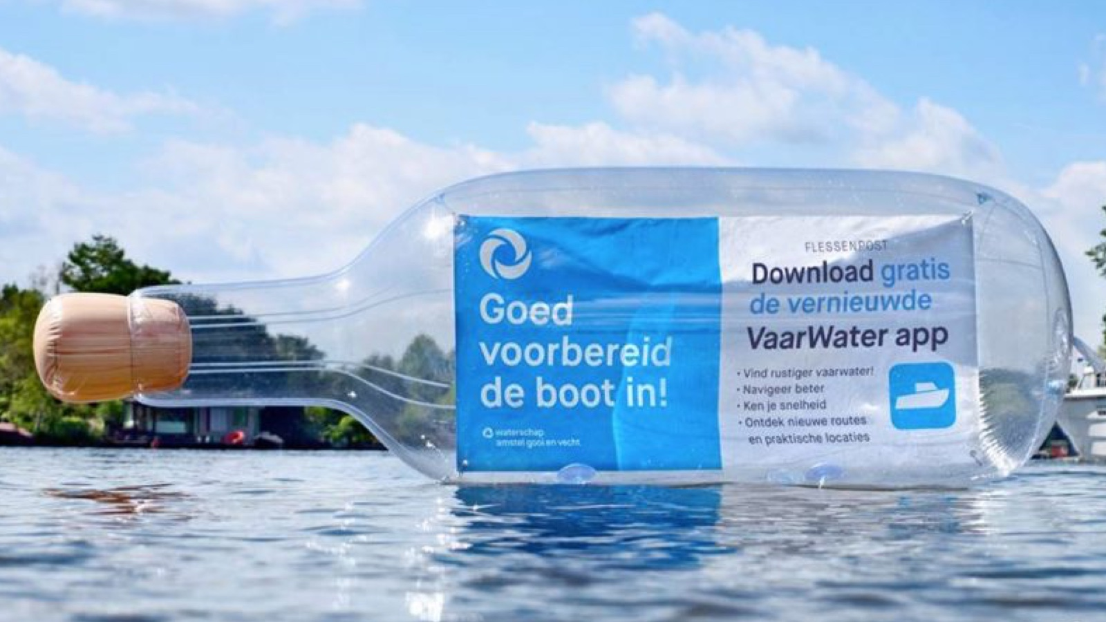 Opblaasbare fles - inflatable bottle - flessnepost activatie 02 - waternet - Publi air