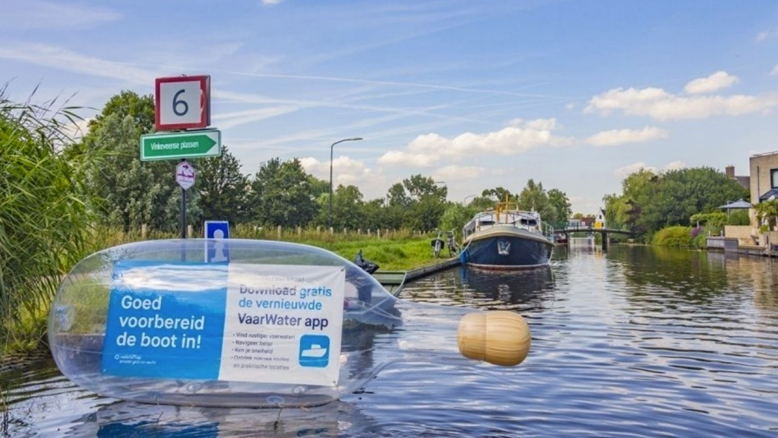 Opblaasbare fles - inflatable bottle - flessnepost activatie 03 - waternet - Publi air
