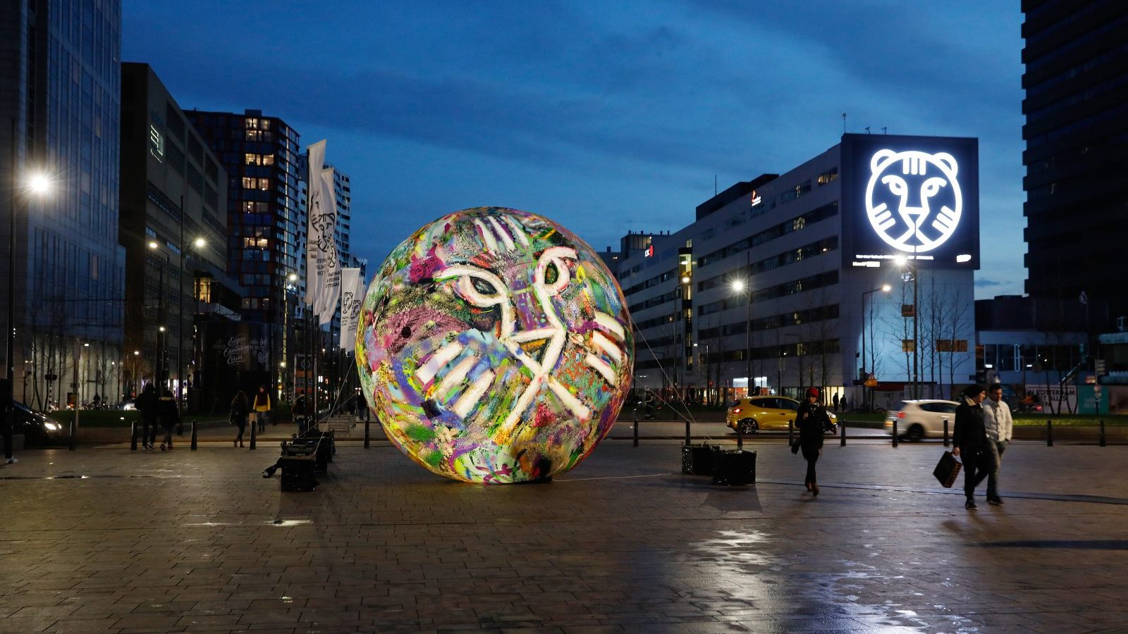 Opblaasbare wereld planeet inflatable planet sphere - IFFR - Publi air