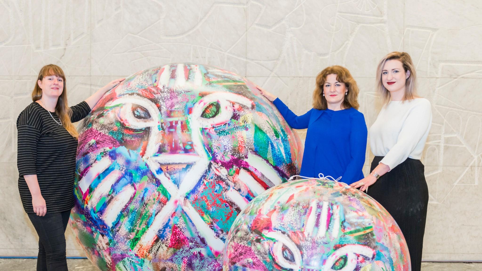 Opblaasbare ballen bollen ballonen inflatable spheres balls - IFFR - Publi air